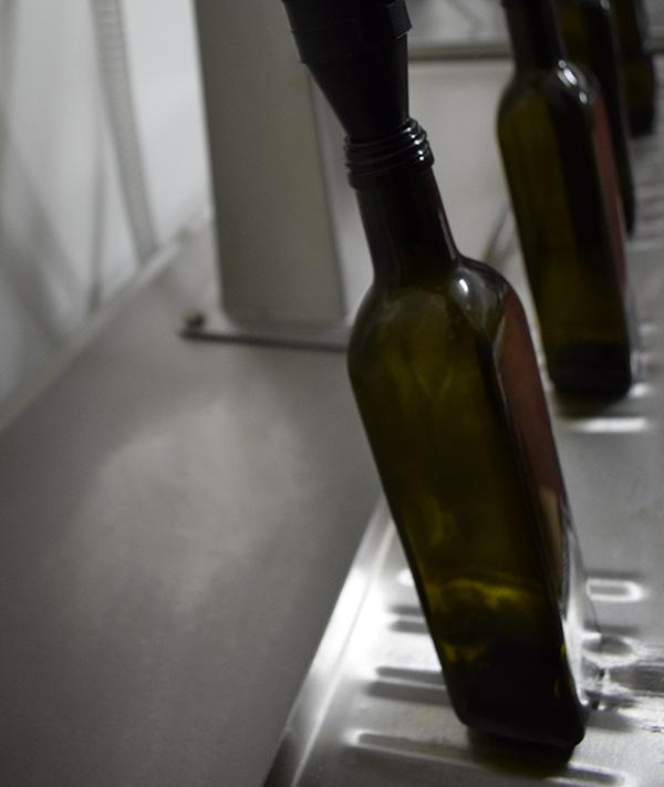 riempimento olio fase imbottigliamento